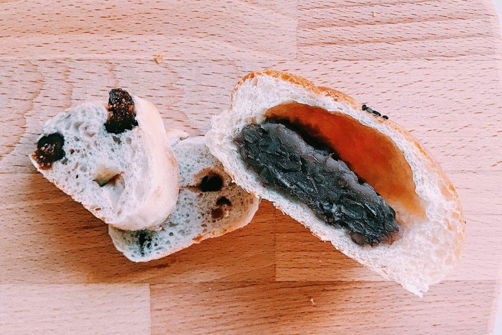 イチジクのパンとあんぱんの断面図