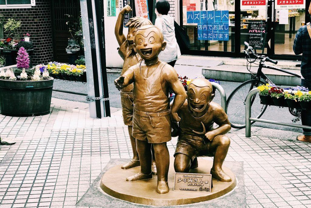 亀有の商店街にある幼少の時代の両津勘吉像