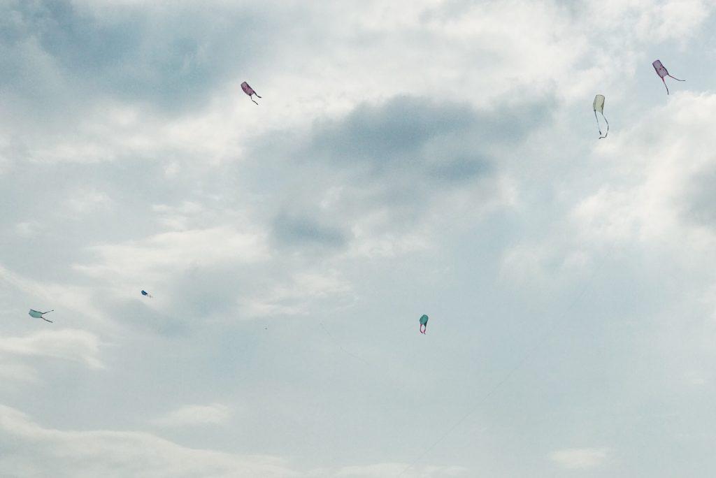 自分で作った凧を上げるコーナーは早々に売り切れていました