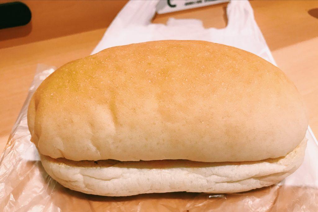 ぼってりしたコッペパンが特徴の吉田パン