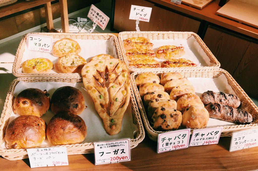チャバタなど長時間発酵したパンが陳列